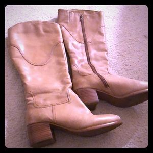 Nine West camel zip up fur lined boot